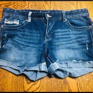 NWOT ARIYA JEANS Brand Denim Shorts
